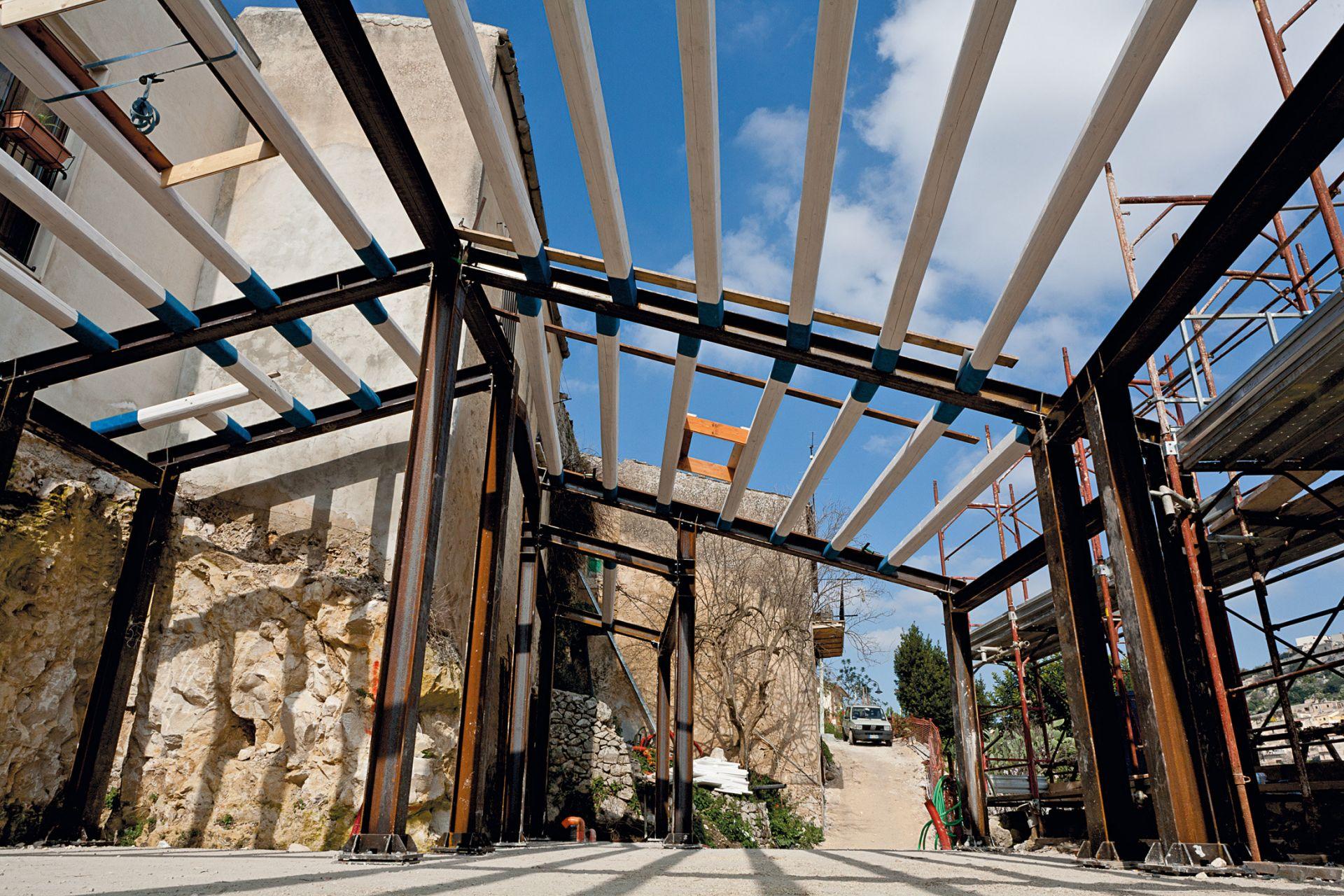 Realizzazione di struttura in acciaio per casa in centro - Struttura in ferro per casa ...