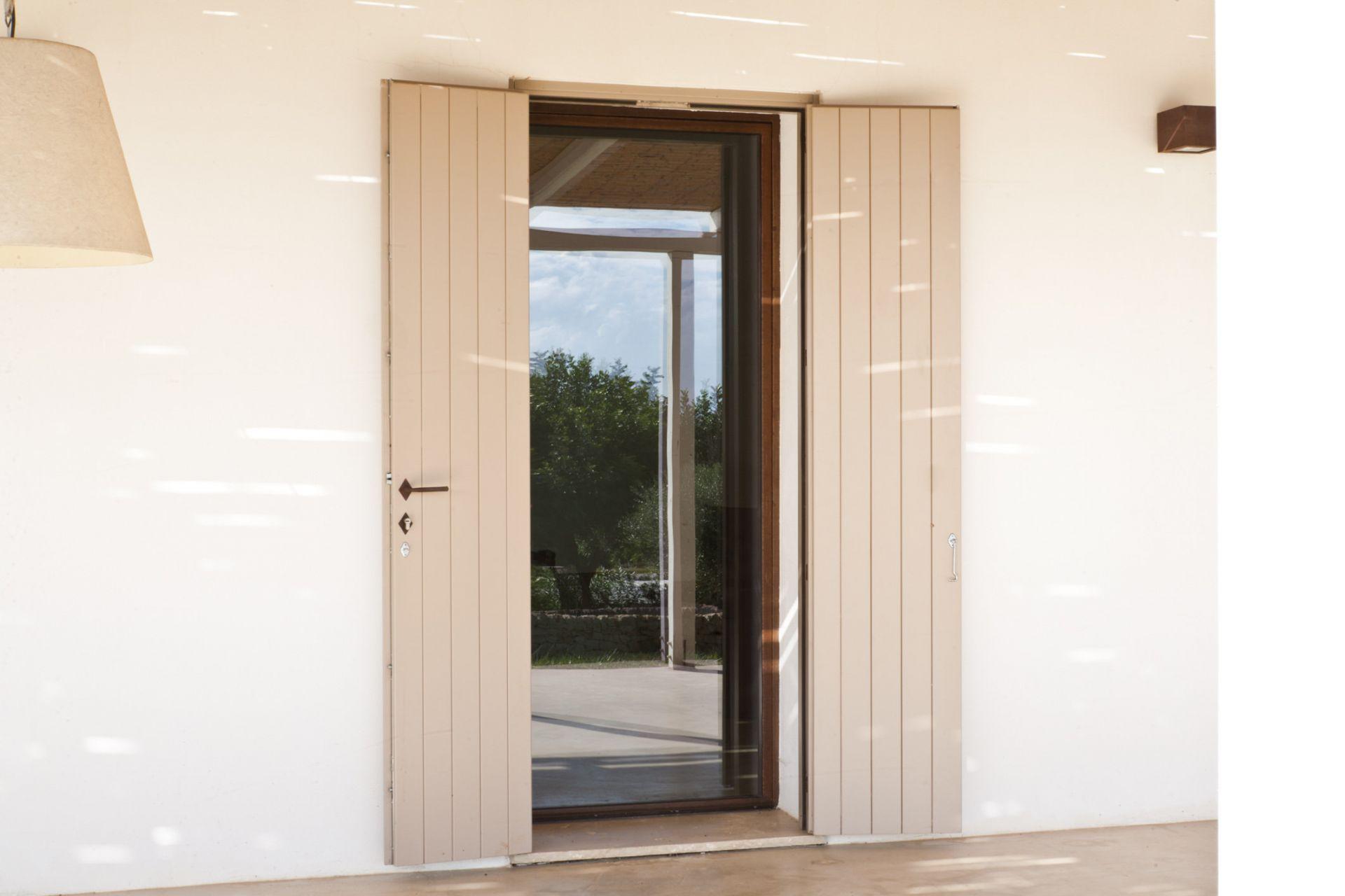 Infissi in acciaio corten a taglio freddo per villetta scicli sicilia - Porta finestra legno ...