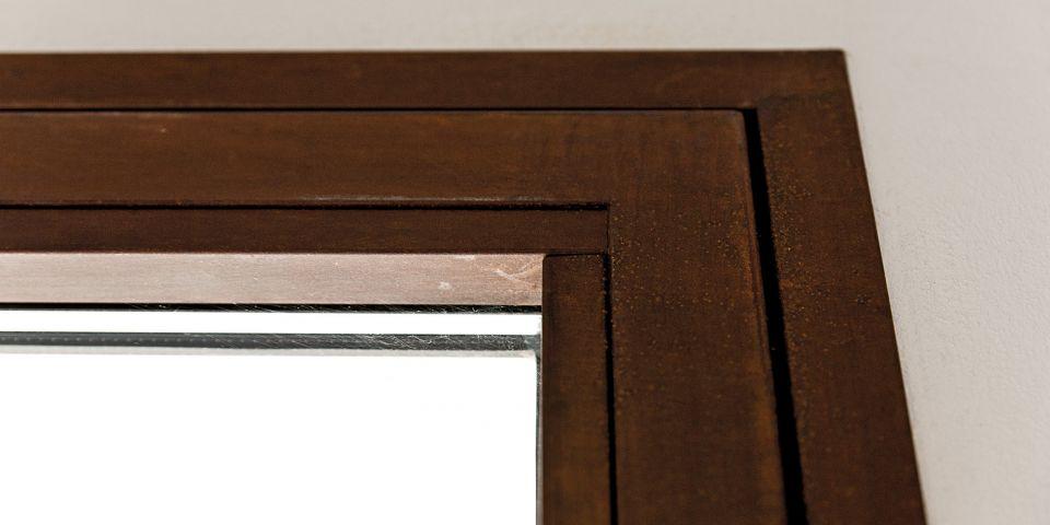 particolare telaio e anta finestra in cor-ten